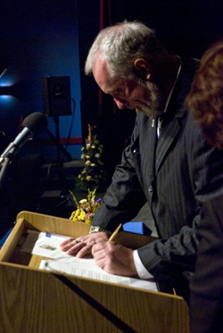 Councillor David Hendsbee signing the HRM Oath of Declaration